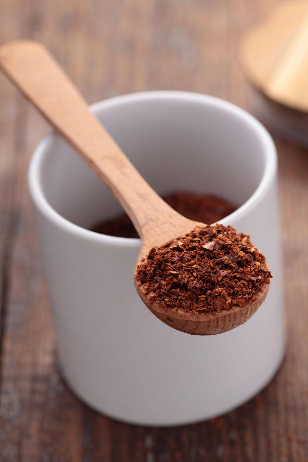 A cup of Aleppo pepper and a spoon of Aleppo pepper