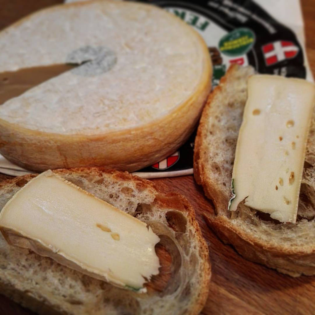 Pieces of Reblochon Cheese with Breads