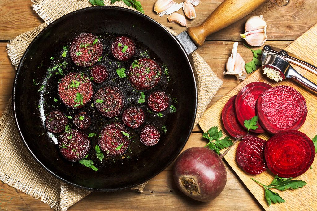 Fry beets in coconut oil on the pan