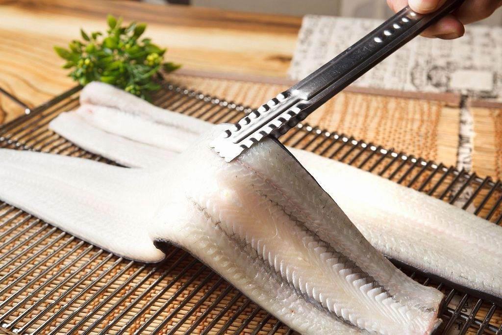 Fresh eel and tongs