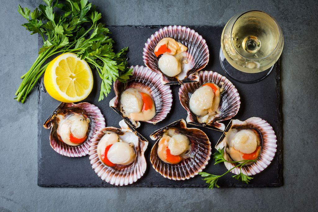 fresh Scallops, sliced lemon, vegetables and a cup