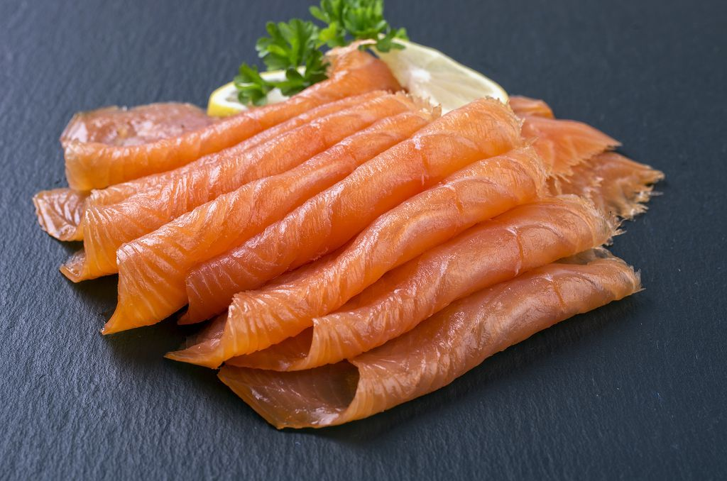 slices of salmon and slices of lemon