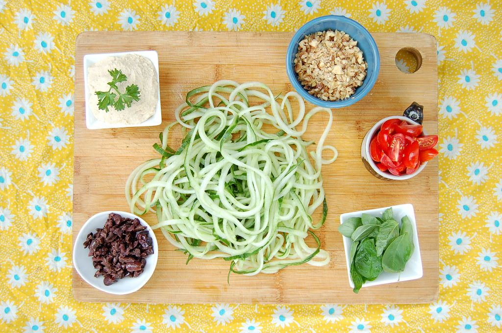 zucchini, spiralized, hummus, Chopped parsley and chili flakes to garnish