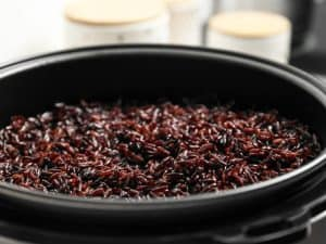How to Cook Black Rice in a Rice Cooker